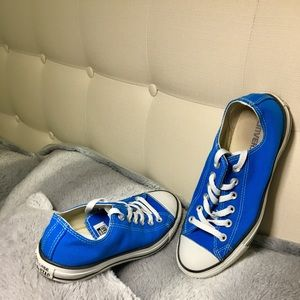 Converse Low Tops Sneakers w/ Laces